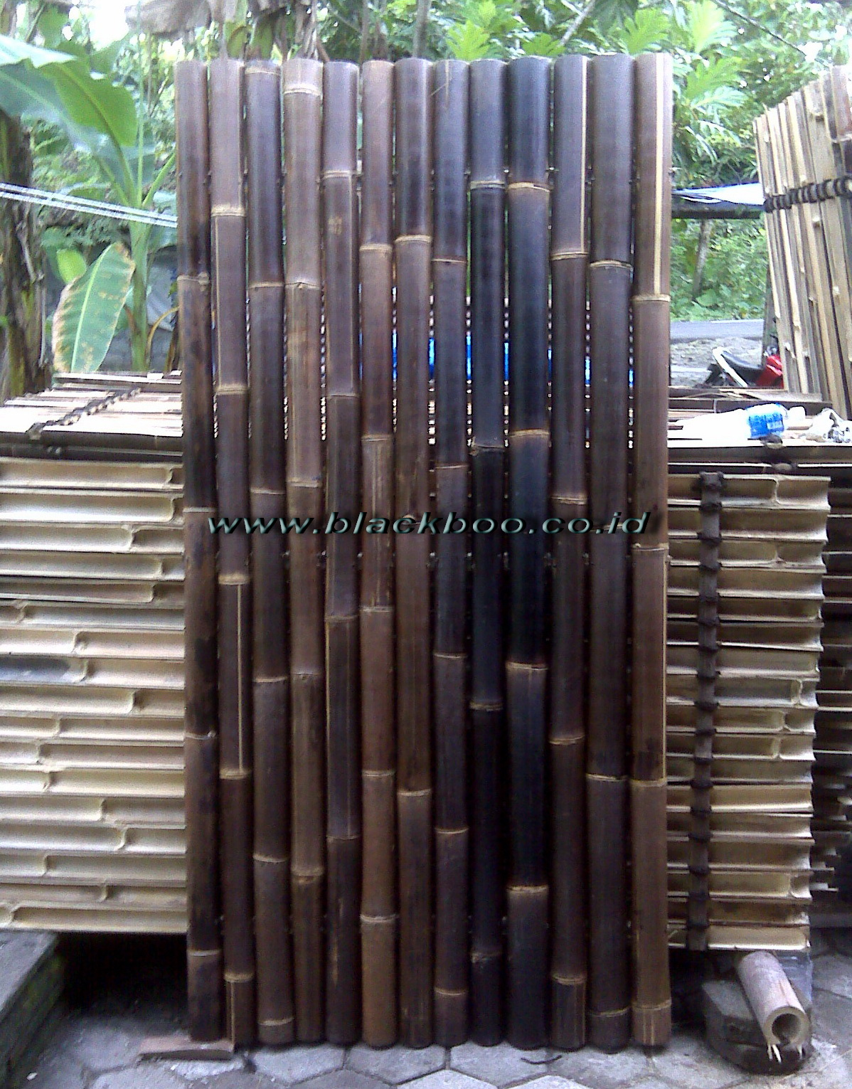 PLAIN BLACK BAMBOO FENCE